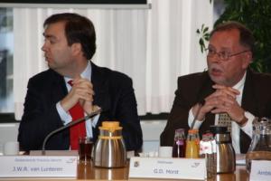 Utrecht Gedeputeerde Van Lunteren en wethouder Horst: bidden voor de goede afloop?